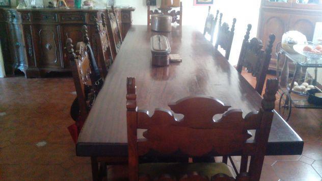 Bellissimo tavolo noce massello e 8 sedie in noce lavorato.