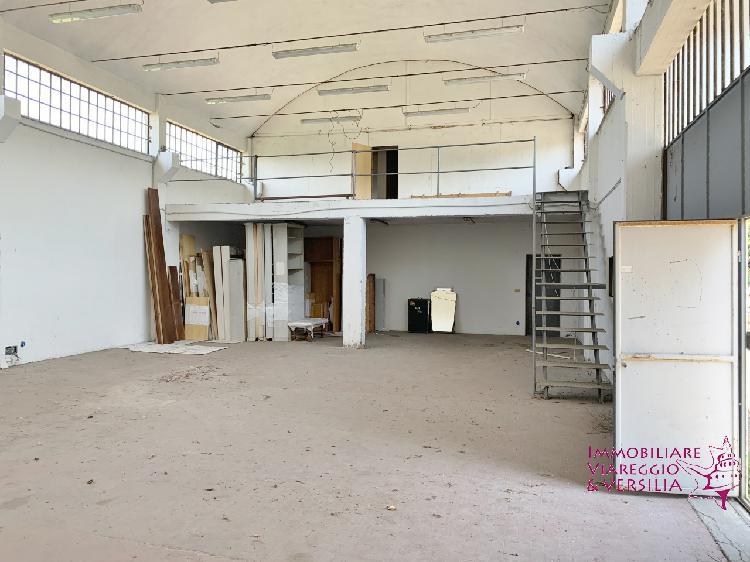Magazzino - capannone ristrutturato arredato in vendita