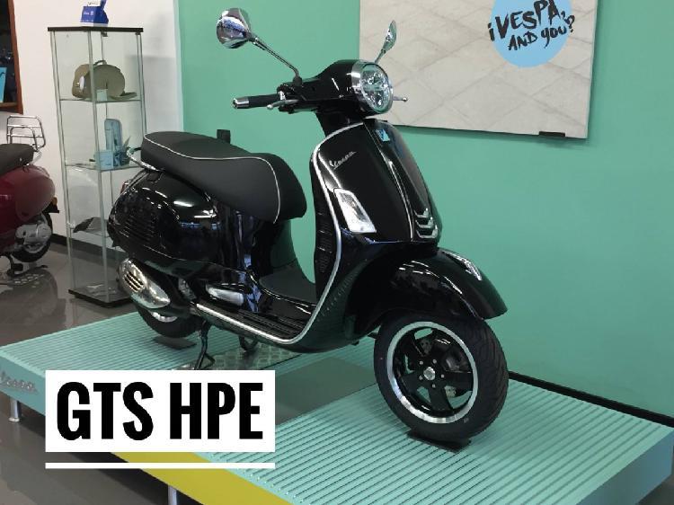 Vespa GTS 300 Hpe Super (2019) nuova a Brugherio