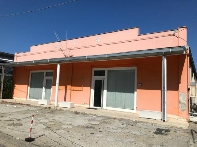 Locali e licenze commerciali situato a giulianova di 340 mq