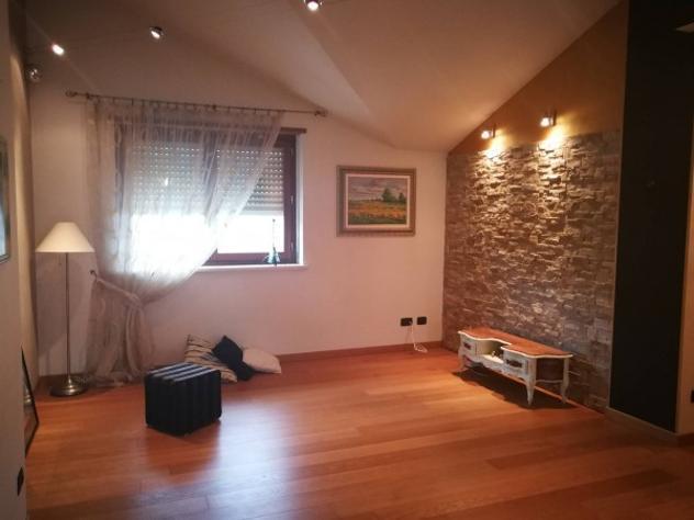 Appartamento di 85 m² con 4 locali e box auto in affitto a