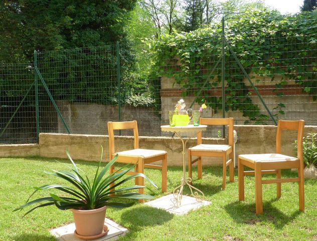 Porzione di casa con giardino e posto auto coperto