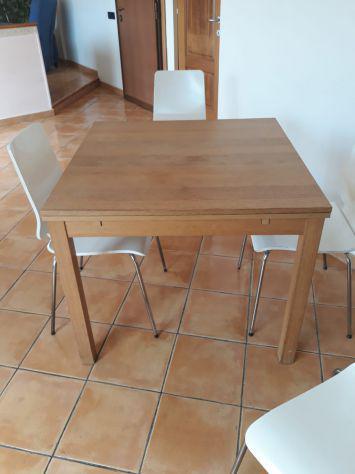 Vendo tavolo allungabile 6 persone più 4 sedie