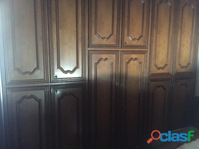 Camera da letto in legno antico