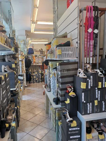 Fondo/negozio - 4 vetrine/luci a Legnano