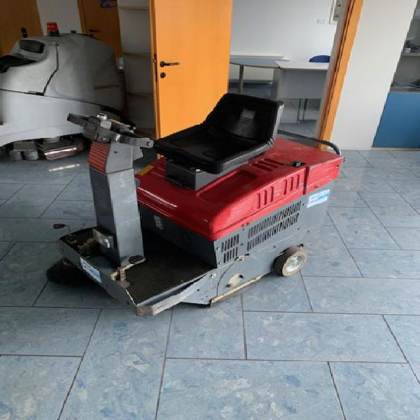 Spazzatrice usata uomo a bordo rcm elettronica