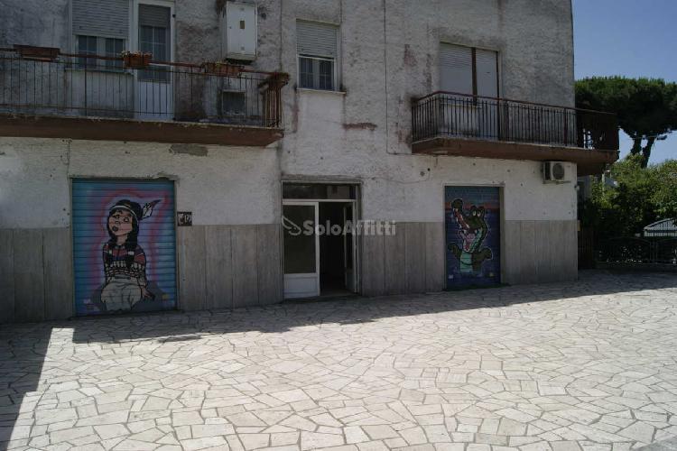 Fondo/negozio - 2 vetrine/luci a Lavinio, Anzio