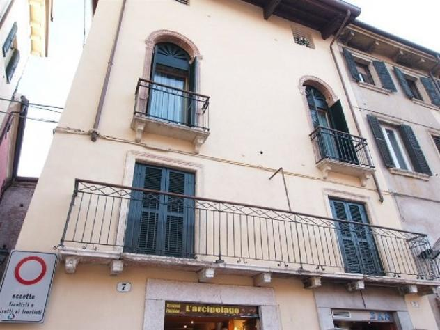 Appartamento di 95 m² con 4 locali in affitto a verona