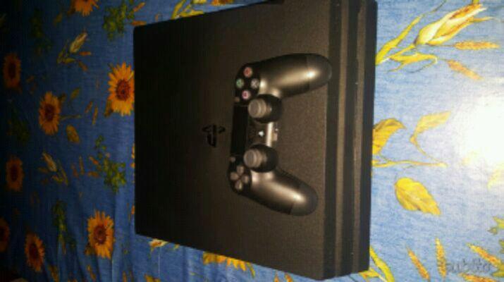 Playstation 4 pro 1tb con 2 giochi e controller