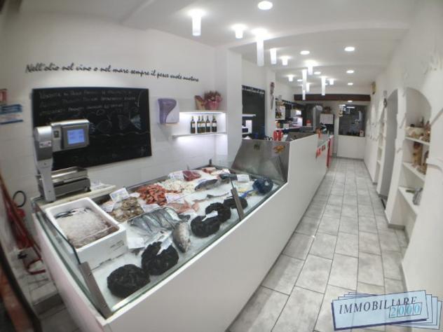 Attività / licenza di 126 m² con 4 locali in vendita a