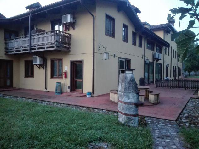 Camera singola e doppia in affitto in villa