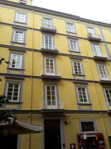 Centro storico: ampia e luminosa camera doppia con balcone