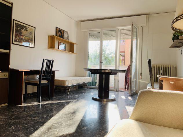 Enorme doppia con bagno e balcone privati – 185€ cad.
