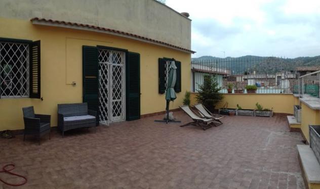 Attico / mansarda di 78 m² con 3 locali in affitto a tivoli