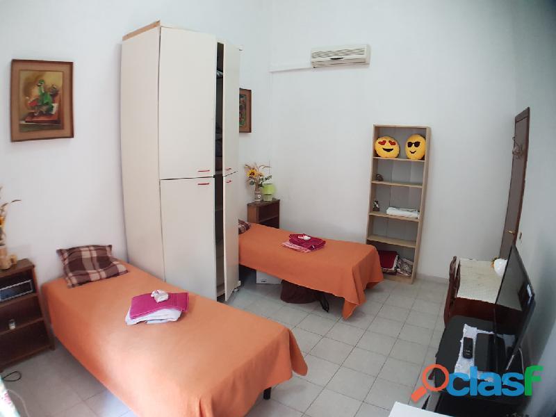 Grande e luminosissima camera con due letti singoli