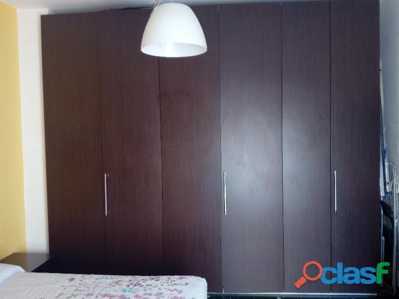 Camera da letto coordinata presa da mobilificio