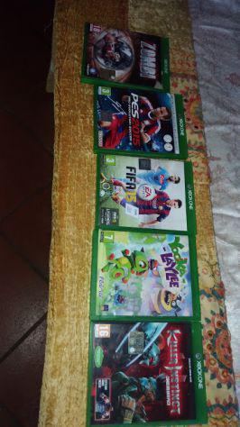 Xbox one slim completa di giochi e accessori