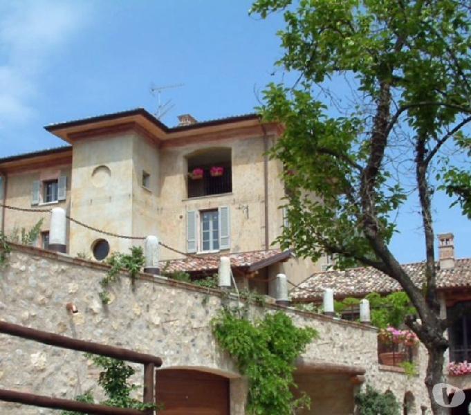 Splendida villa in borgo antico a desenzano