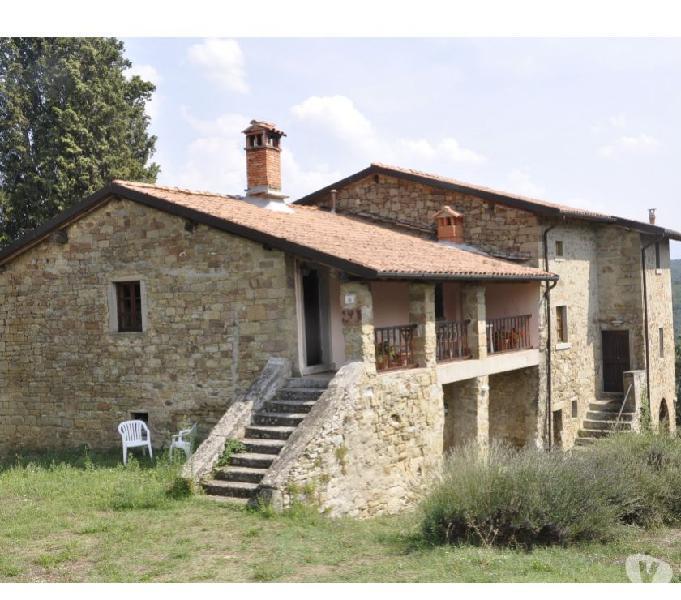 Casali in pietra e 15 ht. terreno, piscina e 150 olivi