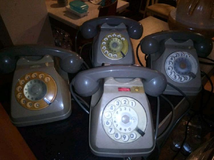 Lotto 10 telefoni vintage anni 80 da tavolo e da muro €5
