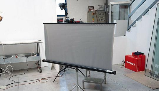 Telo proiettore GRIGIO con treppiede 155 X 145 cm Chions