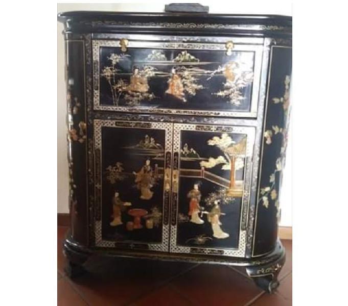 Antico mobile cinese, primi 900, intarsi in madreperla e oro