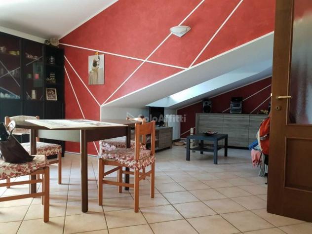 Appartamento di 61 m² con 3 locali e box auto in affitto a