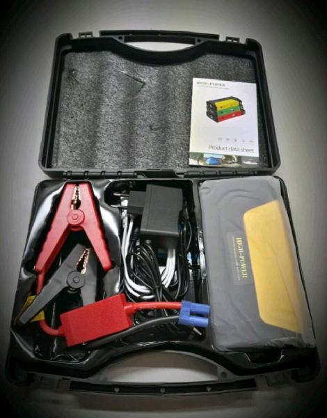 Avviatore di emergenza per batterie di auto, moto e furgoni.