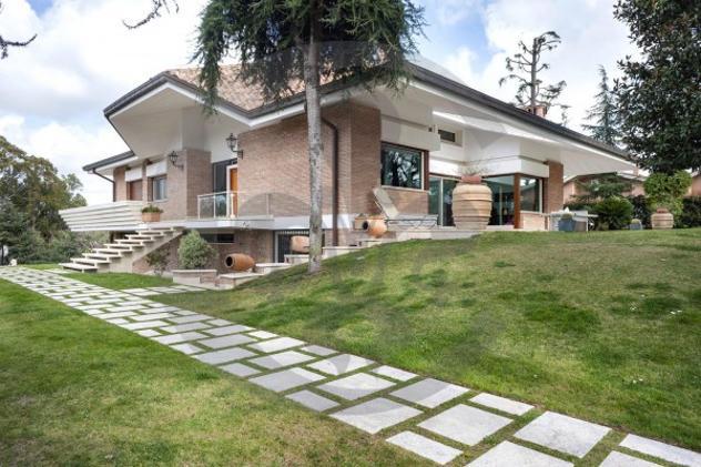 Villa di 750 m² con più di 5 locali e box auto doppio in