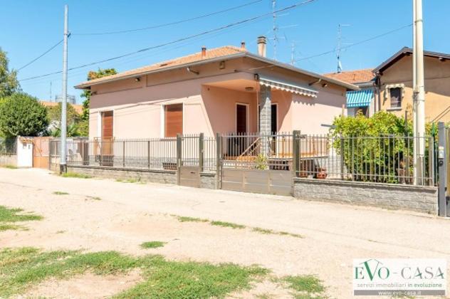 Villa di 144 m² con 3 locali e box auto in vendita a busto