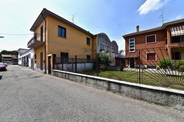 Villa di 156 m² con 5 locali e box auto in vendita a busto