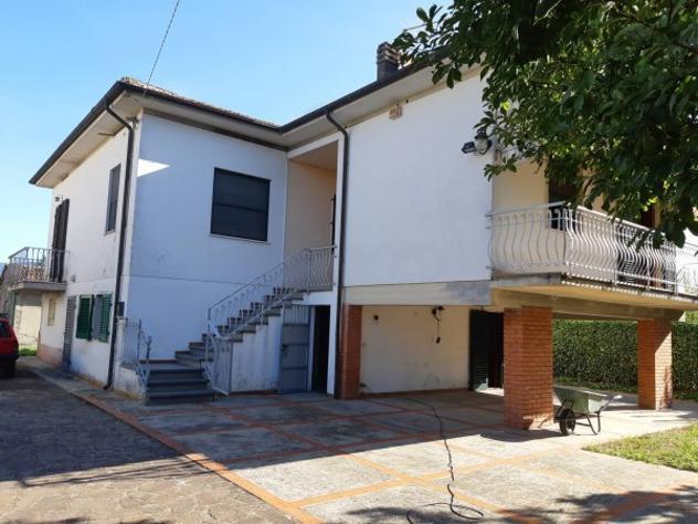 Villa di 175 m² con più di 5 locali e box auto in vendita