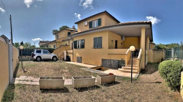 Villa di 195 m² con 4 locali in vendita a roma