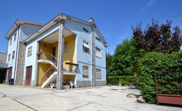 Villa di 270 m² con più di 5 locali e box auto in vendita