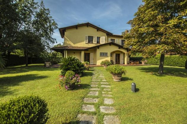 Villa di 270 m² con più di 5 locali in vendita a forte dei