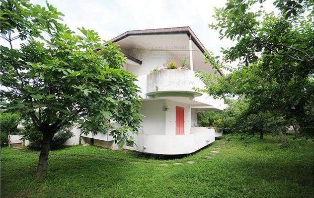 Villa di 703 m² con più di 5 locali e box auto doppio in