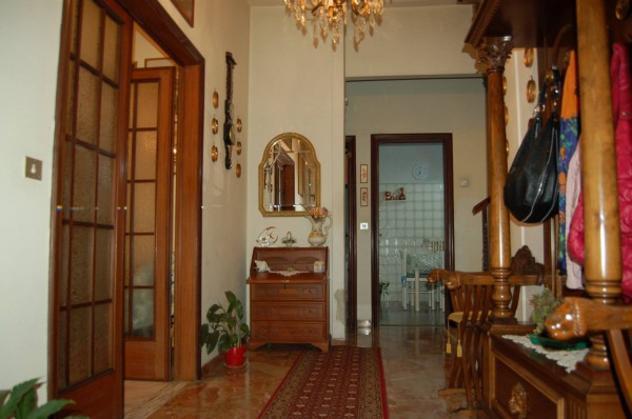 Villetta a schiera di 156 m² con più di 5 locali e box