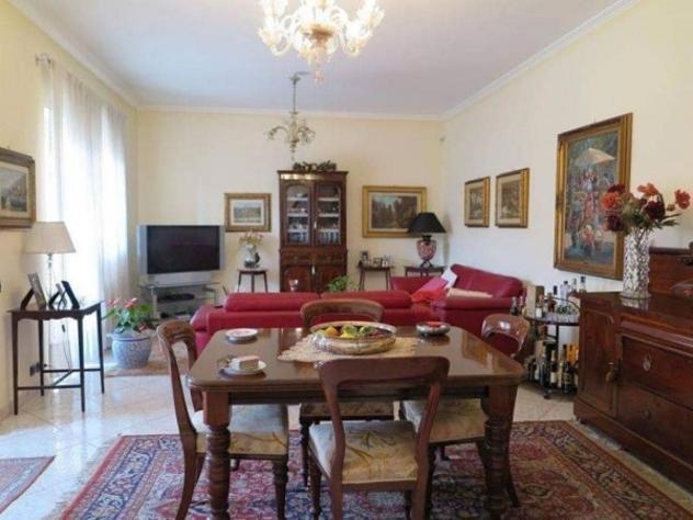 Villetta a schiera di 200 m² con più di 5 locali e box