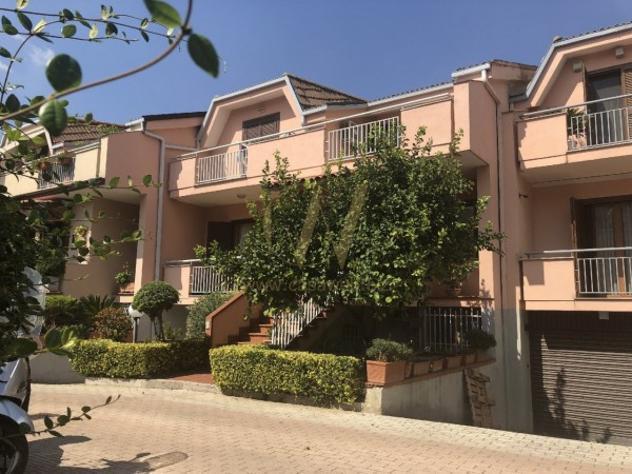 Villetta a schiera di 225 m² con più di 5 locali e box
