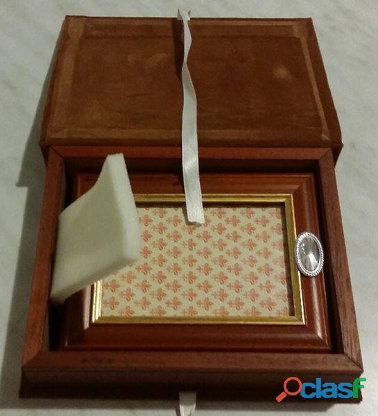 Portafoto in legno di noce con blasone ovale in argento 925% nuovo e scatola in panno marrone e legn