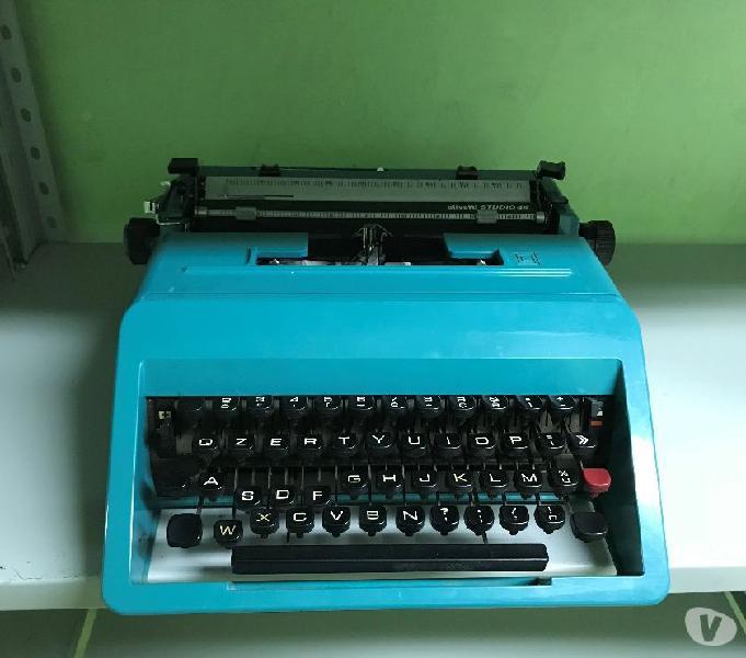 Macchina da scrivere vintage anni 60 olivetti studio 45
