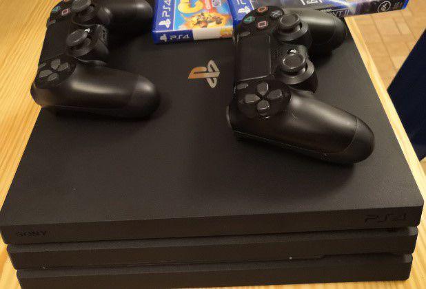 Ps4 pro 1tb, 2 joystick, 2 giochi