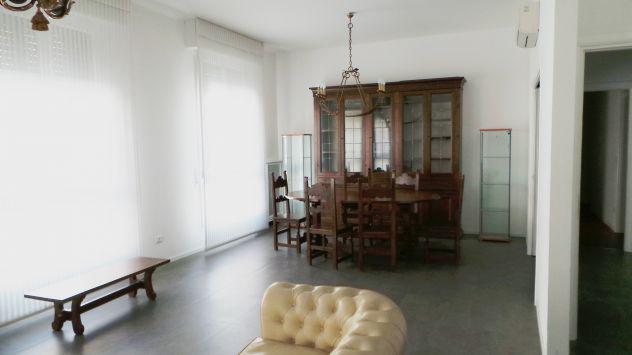 Privato affitta ampio appartamento perfettamente arredato