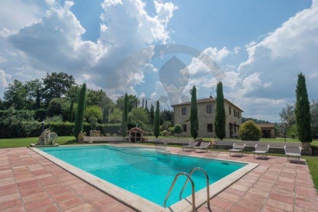 Rustico / casale di 425 m² con più di 5 locali in vendita