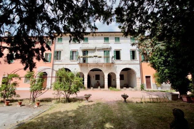 Rustico / casale di 698 m² con più di 5 locali in vendita
