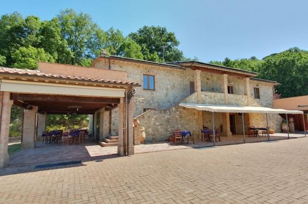 Rustico / casale di 700 m² con più di 5 locali in vendita