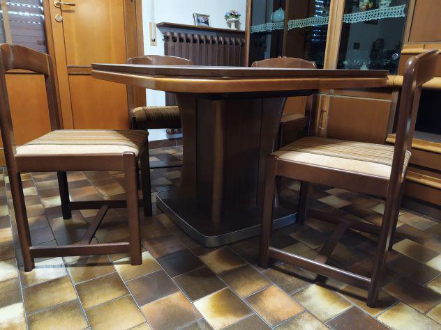 Tavolo in legno completo di n.6 sedie