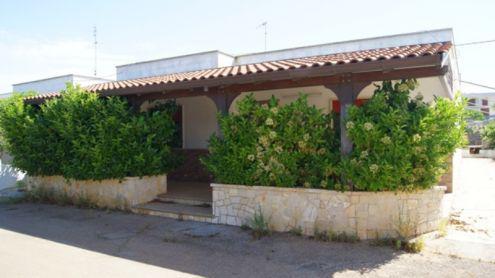 Villetta a torre suda con tre camere e giardino perimetrale