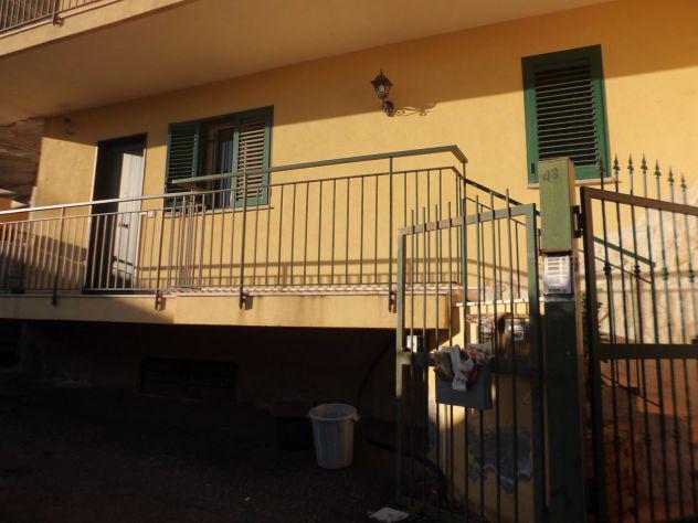 Aci catena (via don alfonso) appartamento vani 4 + garage