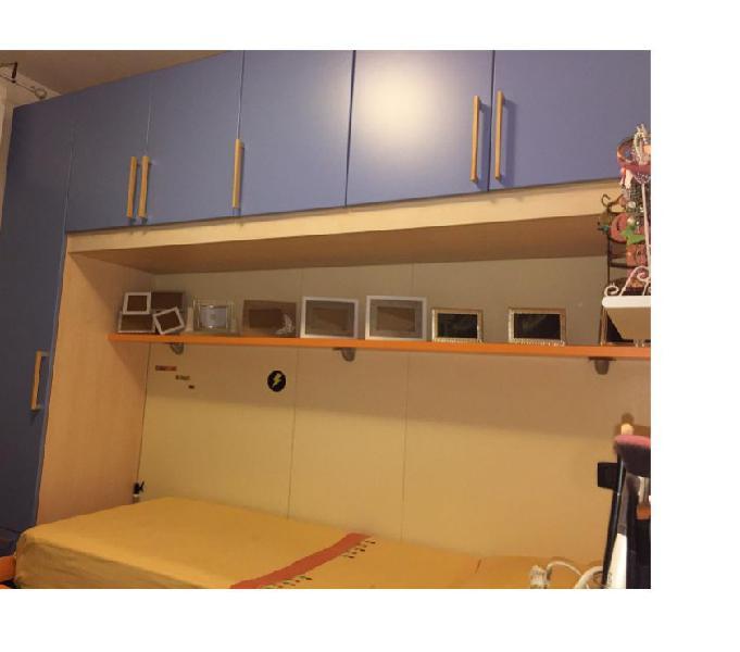 Cameretta completa con due letti e scrivania